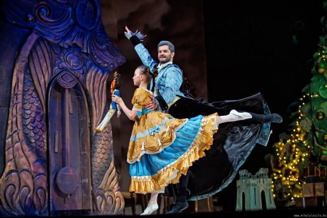 Balettvarázslat a Pécsi Nemzeti Színházban: Diótörő